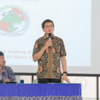 Rektor UK Maranatha, Prof. Ir. Sri Widiyantoro, M.Sc., Ph.D. memberikan kata sambutan.