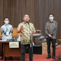 Yana menyebutkan, seluruh tenaga pendidik yang melakukan vaksinasi merupakan pahlawan bagi Kota Bandung dalam menghadapi pandemi Covid-19.